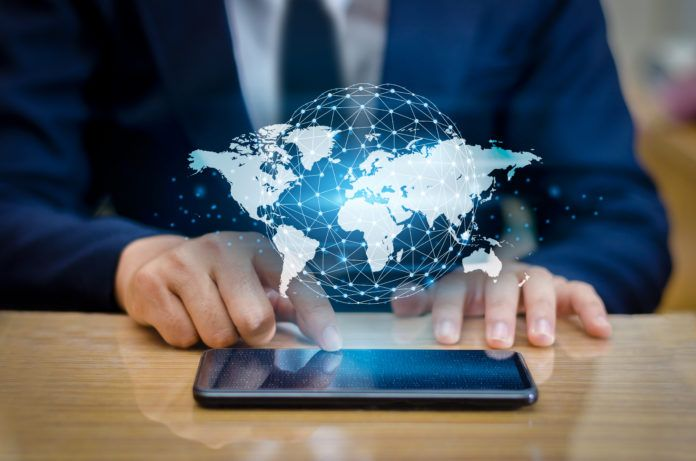 Globale Kommunikationskarte Binäre Smartphones und Globusverbindungen icrowdhouse 696x461